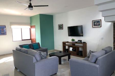 Casa Valle Verde. Colima, Col. Aire Acondicionado