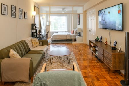 studio apartment in the heart of DC, foggy bottom