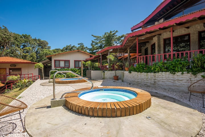 Selina Monteverde - Standard Twin Room