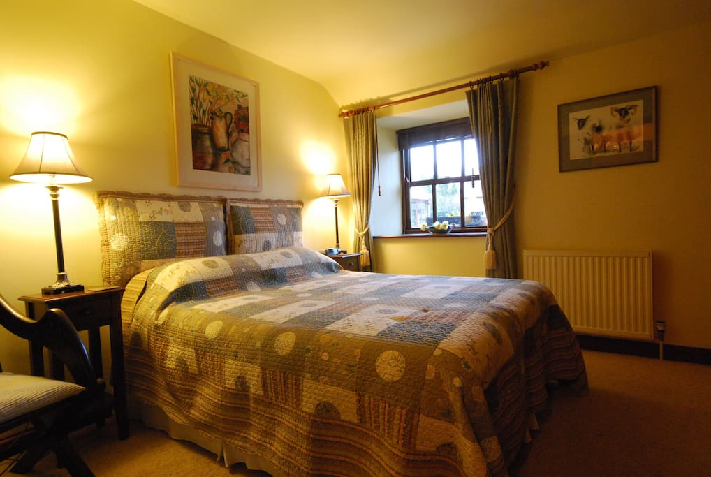 Ever so comfy king size bed with en-suite large power shower.