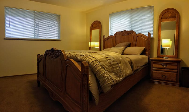 Quiet master bedroom between Golden and Denver. - Уит Ридж