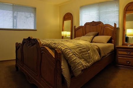 Quiet master bedroom between Golden and Denver. - 麦岭(Wheat Ridge) - 独立屋