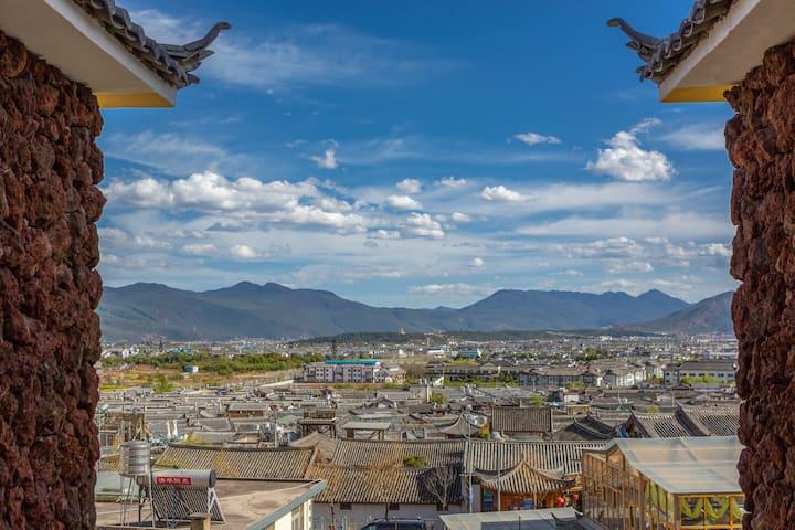 丽江古城【入住送鲜花饼试吃】--提供游览地图,旅行咨询行程规划,24小时管家服务--大床房