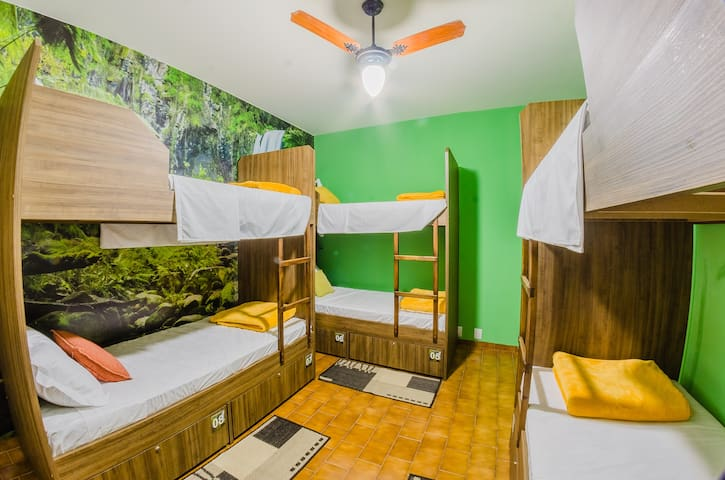 "Charm Hostel - Quarto ""Jungle"""