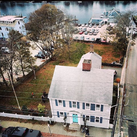 An ariel view of the home that illustrates it's proximity to the Warren River.