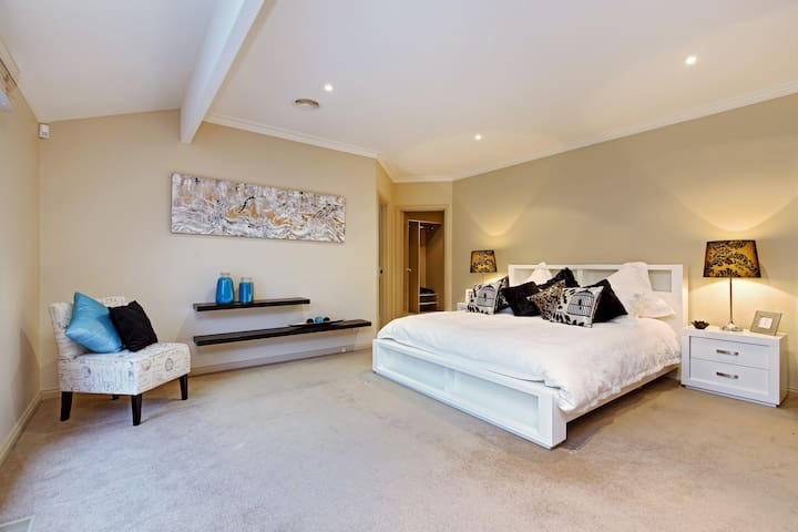 Quiet Privacy Resort for Big Group and Family - Templestowe - Casa