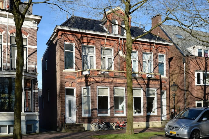 Statig Herenhuis in hartje centrum Assen