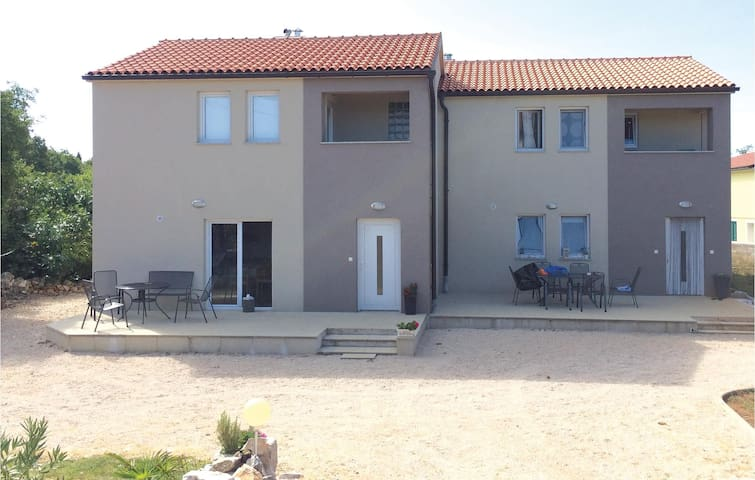 Semi-Detached with 2 bedrooms on 97 m² in Kras