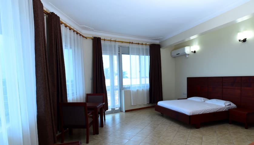 HOTEL DOT COM ENTEBBE APARTMENT