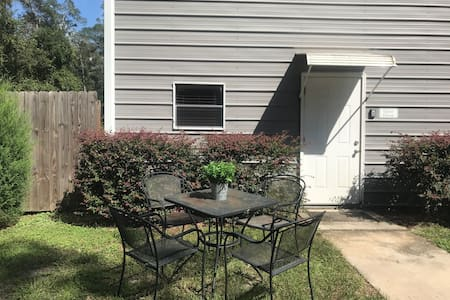 Cozy Private Guest House Minutes From UF