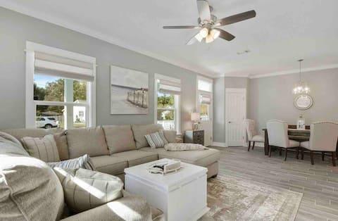 *BRAND NEW* Chic Beach Cottage Retreat-Gulf View!