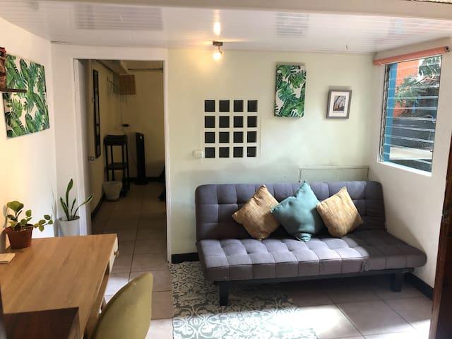 Cozy Space, yet comfortable for work and relax / Espacio para trabajar y relajarse.