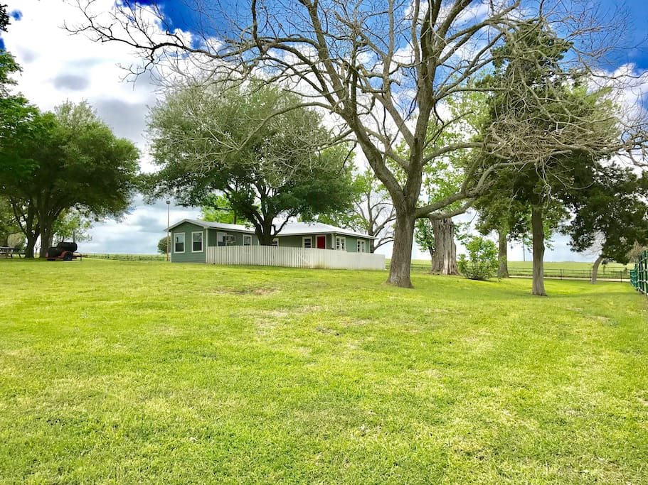The guest house at dry creek ranch case in affitto a new for Texas ranch piani casa con portici
