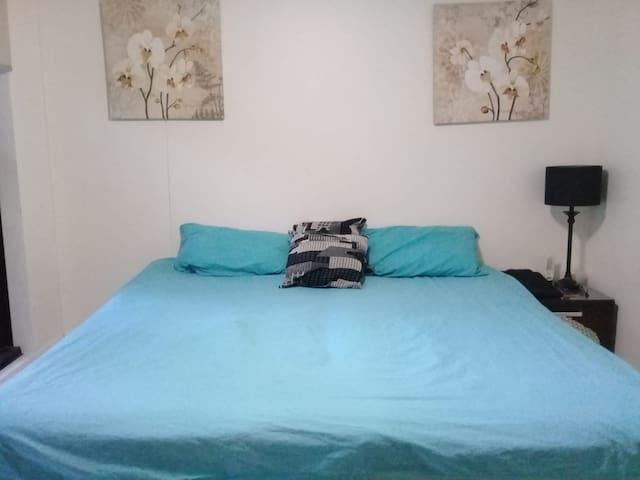 room in  surfers paradise