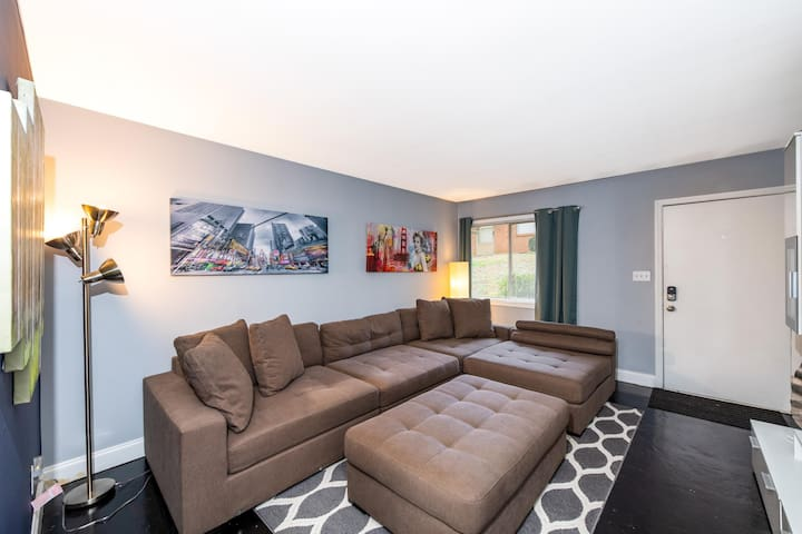 Newly Renovated and Remodeled 1BR Apartment!