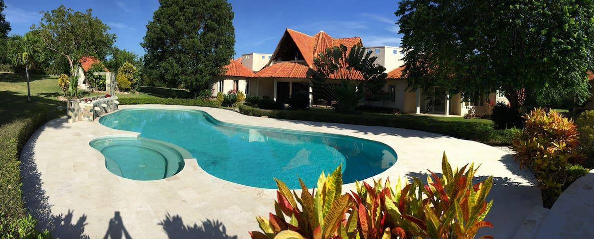Beautiful and Spacious Villa (over 7,000 sq. feet)