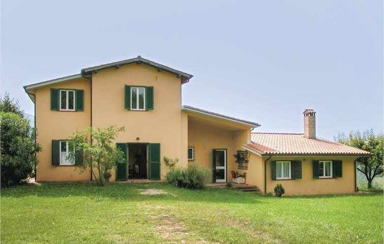 Holiday cottage with 6 bedrooms on 260 m² in Cantalupo in Sabina RI