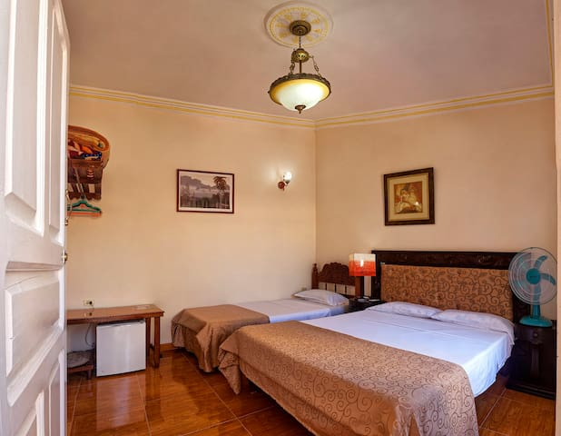 Casa colonial 20 m Plaza Mayor-Hostal Rigo Hab 2