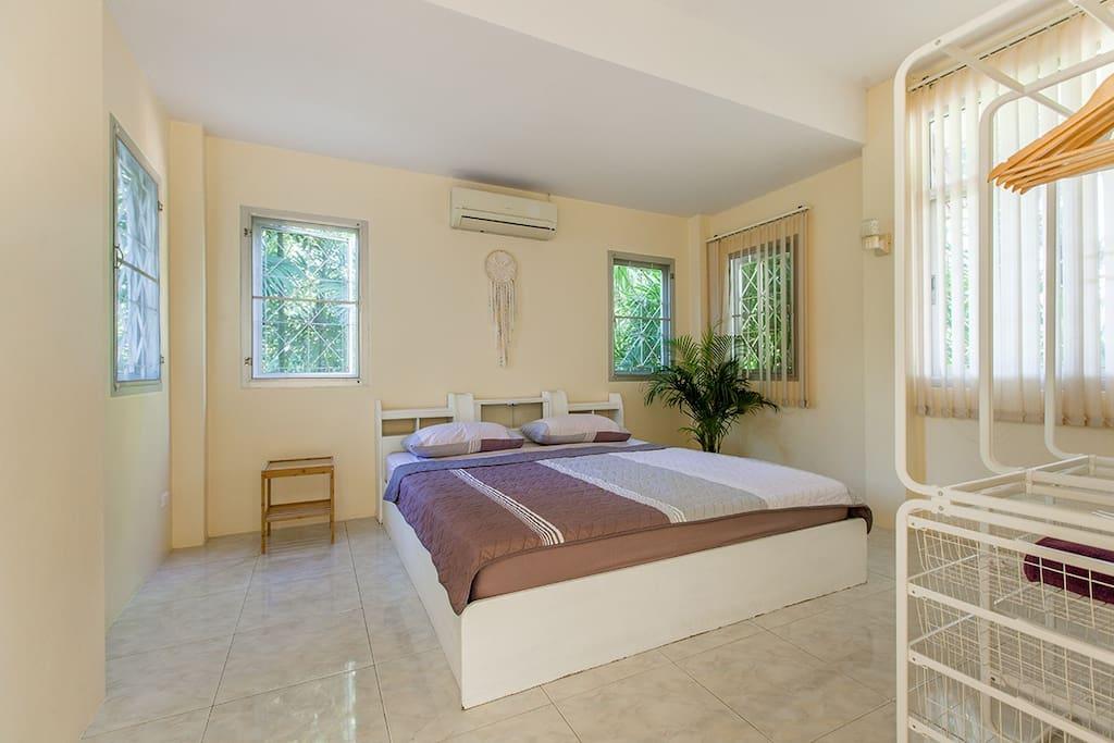 Спальня с кондиционером / Bedroom with aircon