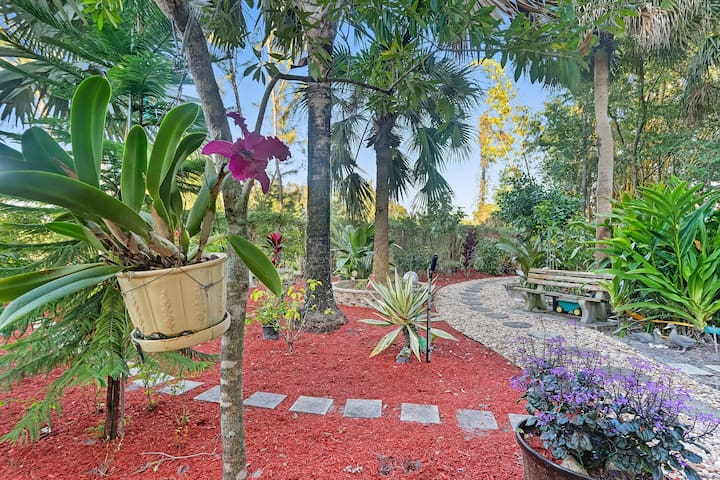One Bed, 2 Ba  Fort Myers condo close to beaches!