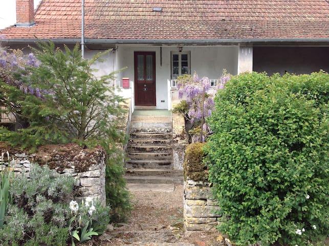 Gîte de campagne en Bourgogne - Salornay-sur-Guye - Huis