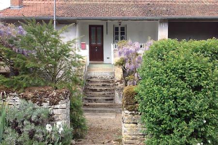 Gîte de campagne en Bourgogne - Salornay-sur-Guye