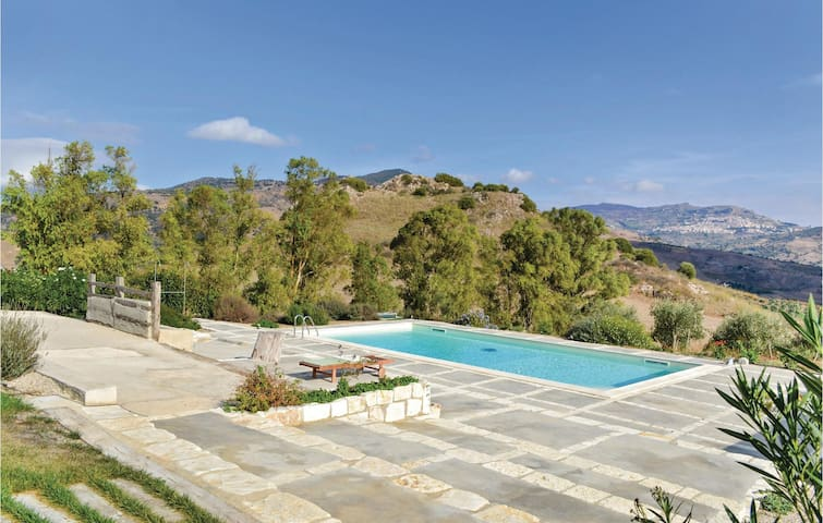 Holiday apartment with 1 bedroom on 50 m² in Roccapalumba -PA-