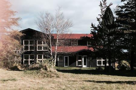 Modern Rustic Open Concept Residence - Flatrock - Haus