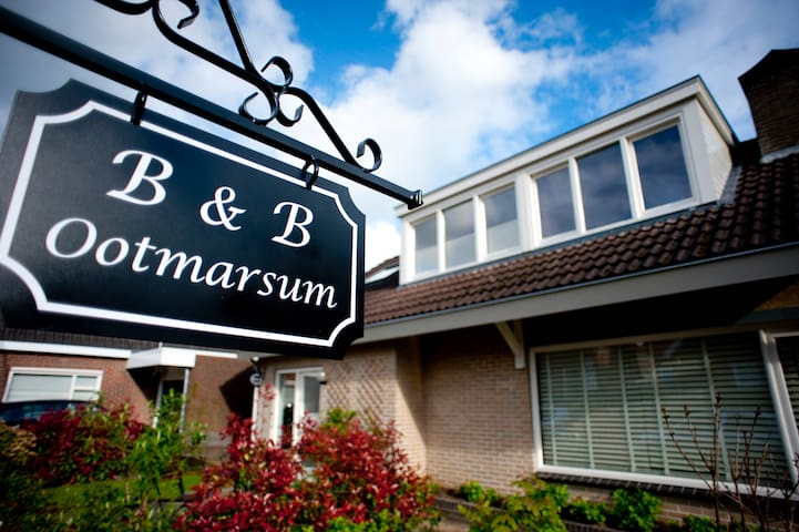 B&B in centrum Ootmarsum - Ootmarsum - Szoba reggelivel