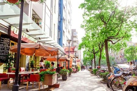 复旦财大零距离,VR体验、免翻墙wifi,露台适合聚会 - Shanghai - Appartement