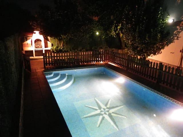 casa unifamiliar con jardín,piscina - Lloret de Mar - Hus