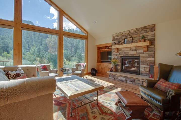 Luxury, waterfront home w/ full kitchen plus furnished deck & patio