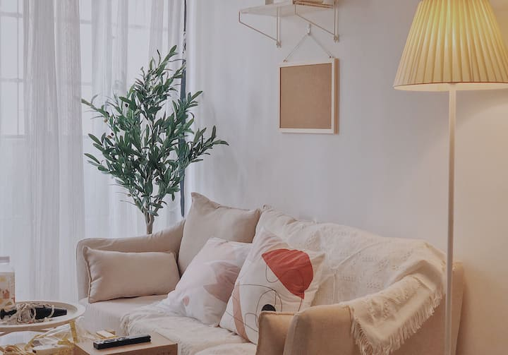 Chris Room(秋分)/温馨loft/100寸投影/上邦友谊/近日月免税店/楼下24h便利店