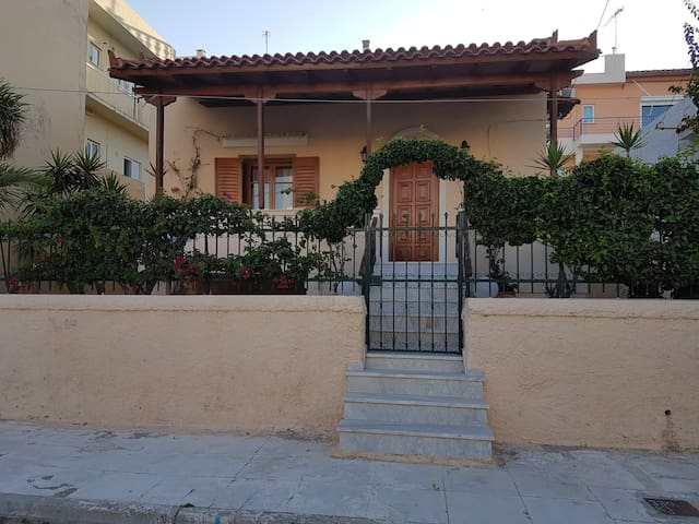 Garden house near the beach and the airport - Artemis - Huis