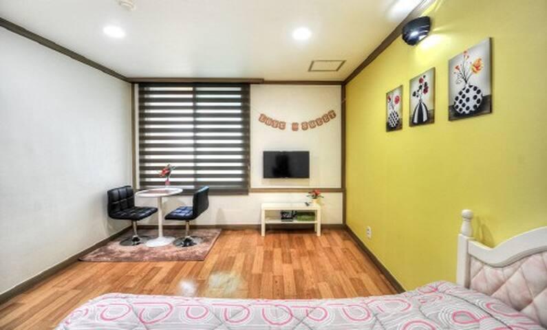 속초해수욕장 앞 포근한 침대방(2층사랑) - Saemaeul-gil, Sokcho-si - Lägenhet