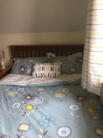 Large room with Double  Bed Village Location - Northampton