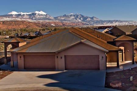 Modern Southwest Elegance Sleeps 8 - Moab