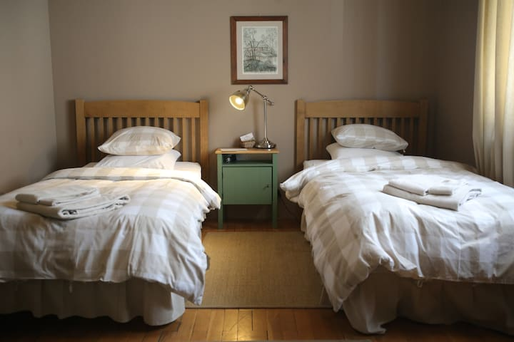 """""""Augustin"""" Twin Comfort Room with shared bathroom"""