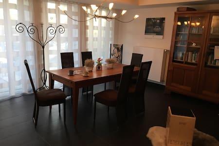 Helle Wohnung mit sonniger Terrasse in Stadtnähe - Bietigheim-Bissingen - Huoneisto