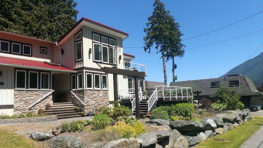 Cultus Lake Summer Dream (1 House up from Lake) - Lindell Beach - Ev