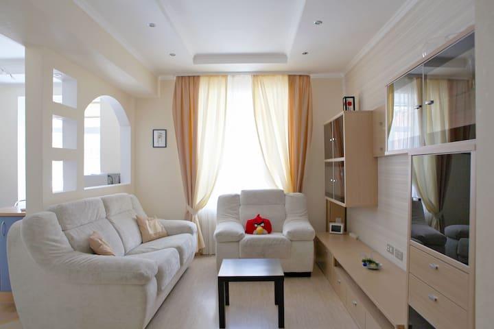 Уютная квартира в тихом центре у сквера - Perm - Apartamento