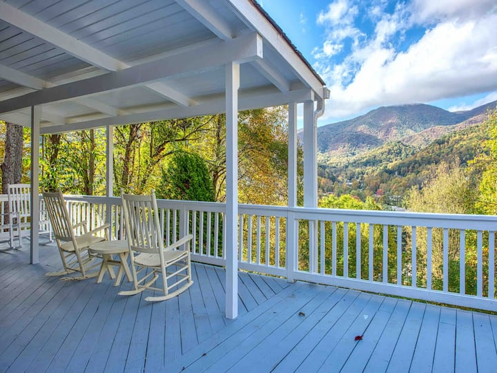 Keaton Cottage -Charming Home, Breathtaking Views!