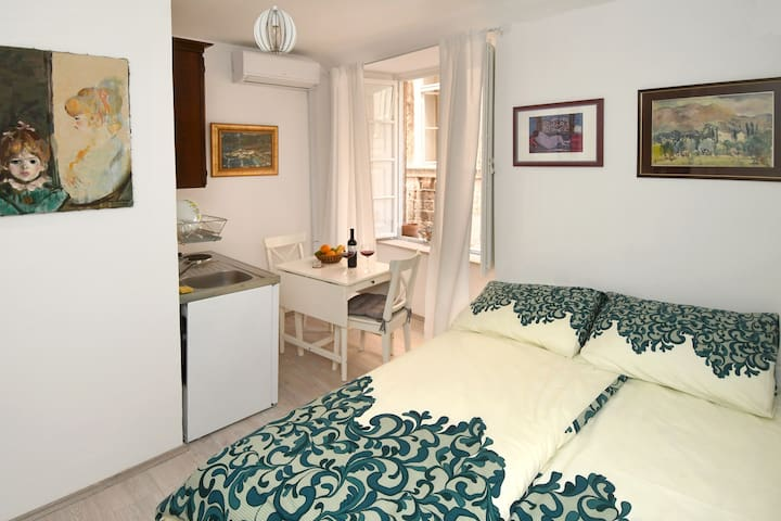 Piccolo Old Town Studio Apartment