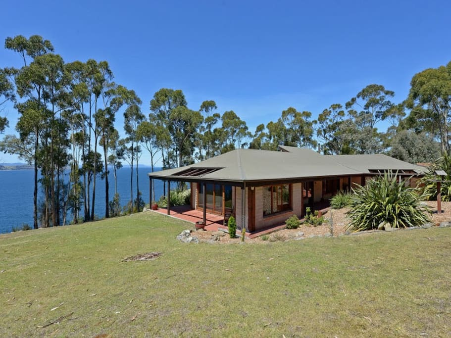 Private Retreat overlooking the River Derwent