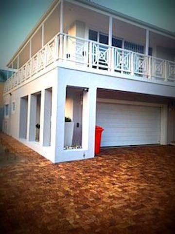 Warm Upmarket Apartment close to the beach - Hermanus - Appartement