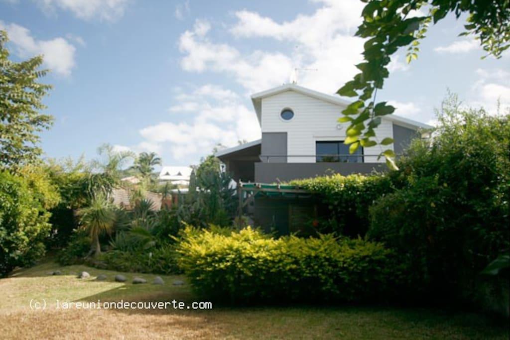 Une villa d'archi élégante et récente