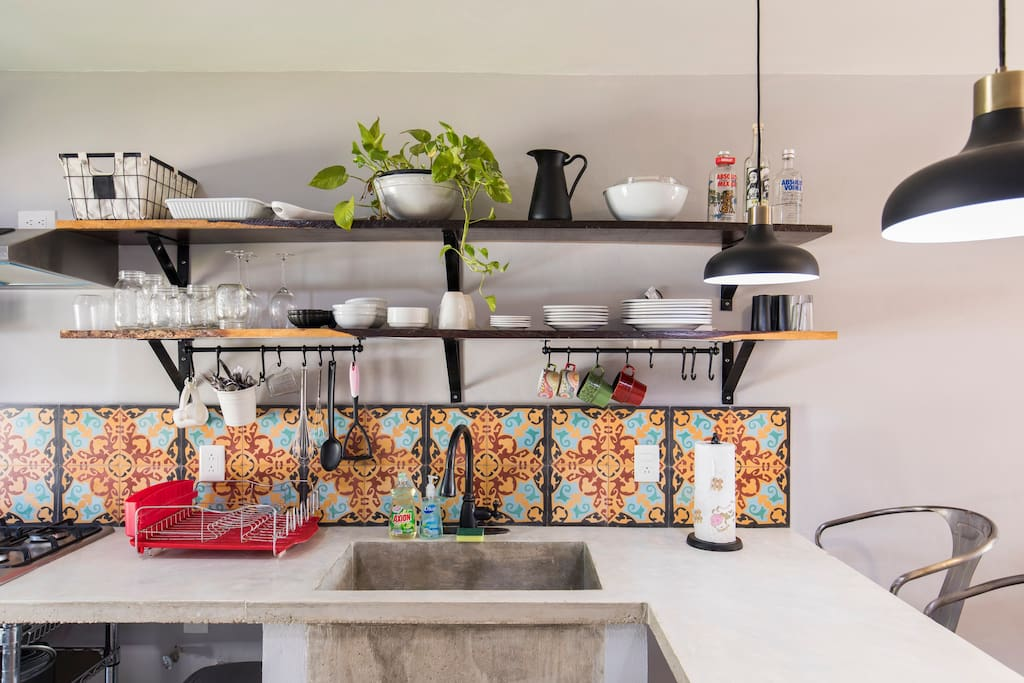 Fully equipped kitchen with everything you need to prepare a meal while on vacation.