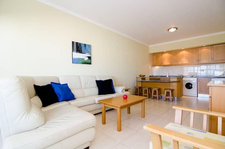 Apartment between beach and centre (WIFI/Pool)