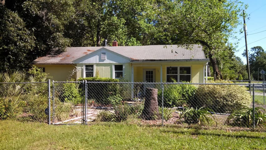 Charming 3/2 home with fenced yard