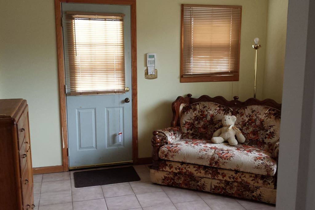 Entry room can also be a second bedroom